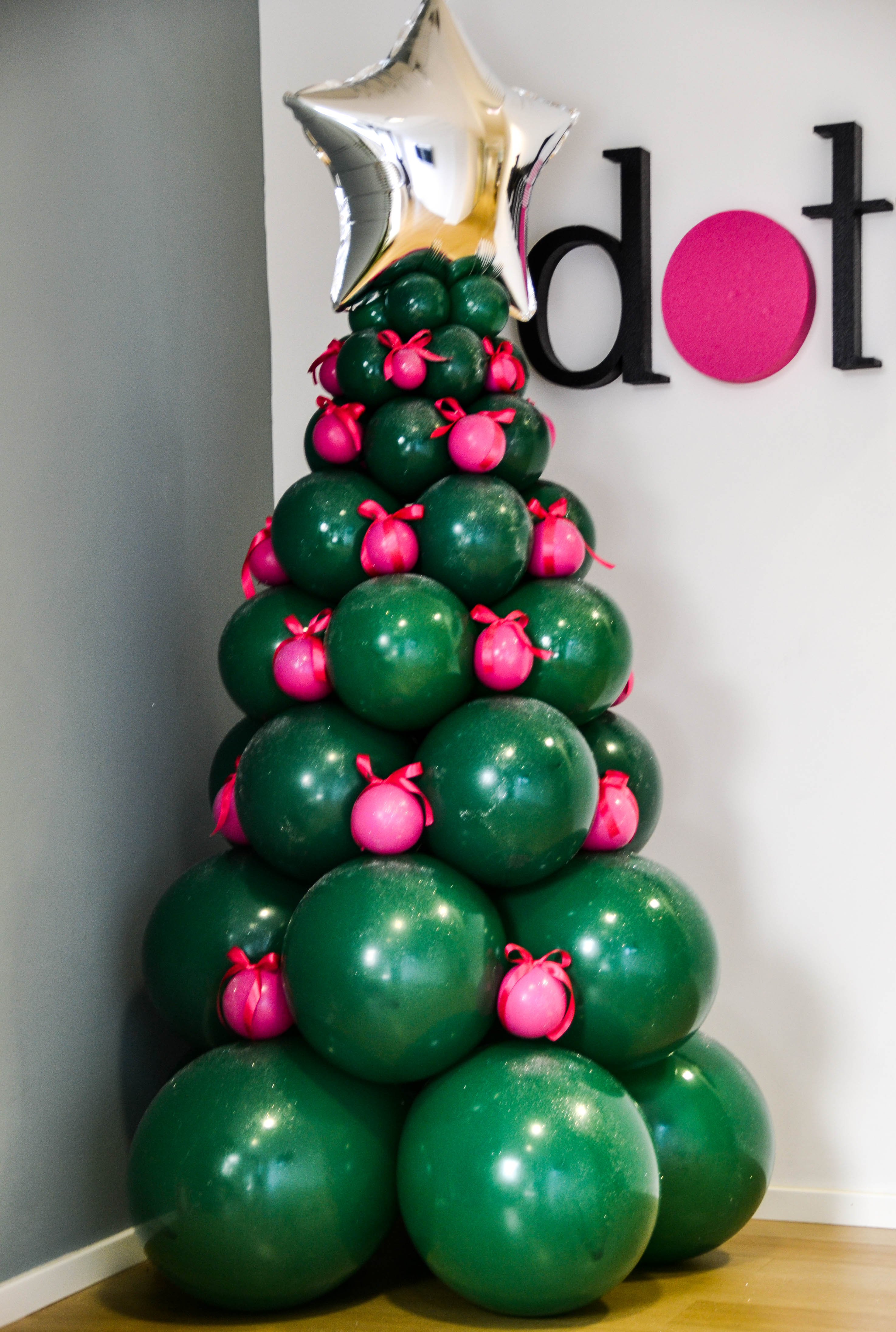 Albero di natale con palloncini for Obi albero di natale
