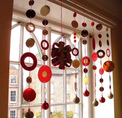 Come addobbare casa a natale ghirlande addobbi festoni originali - Decorazioni per finestre di natale fai da te ...