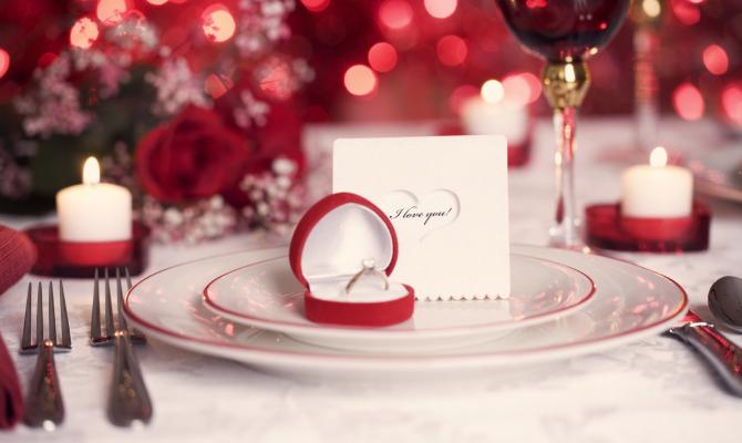 Tavola san valentino idee romantiche per apparecchiare - Decorazioni tavola san valentino ...