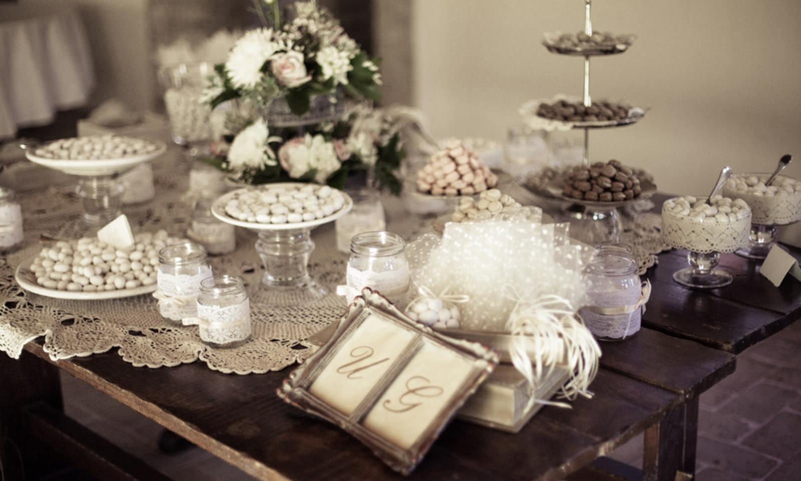 Tendenze matrimonio 2018 come allestire lo sweet table - Tavolo da sposa a casa ...