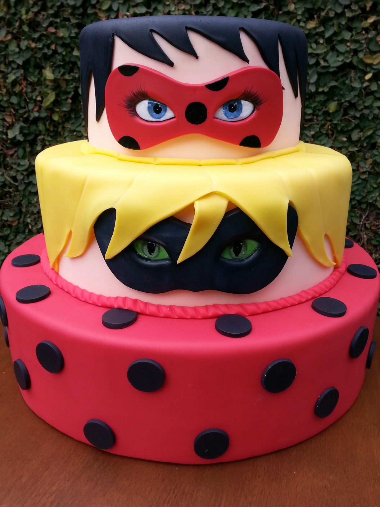 Torta ladybug 10 idee in pasta da zucchero di miracolous for Www home piani foto