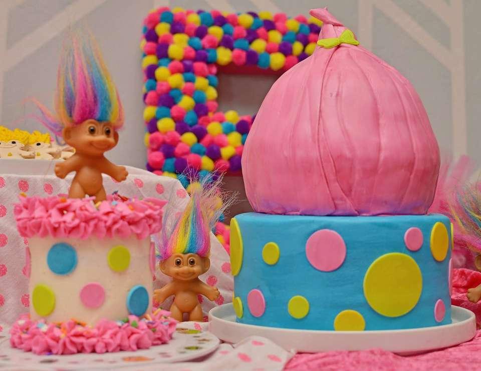 Big Y Trolls Cake