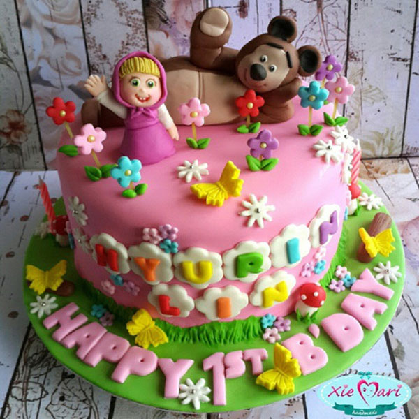 Torta masha e orso 10 torte in pasta da zucchero originali for Piani di casa a buon mercato