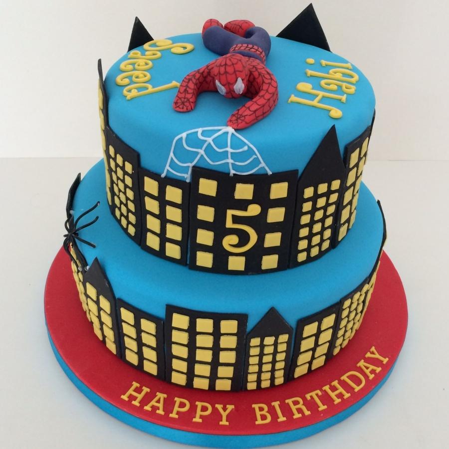 Torta Spiderman in pasta da zucchero